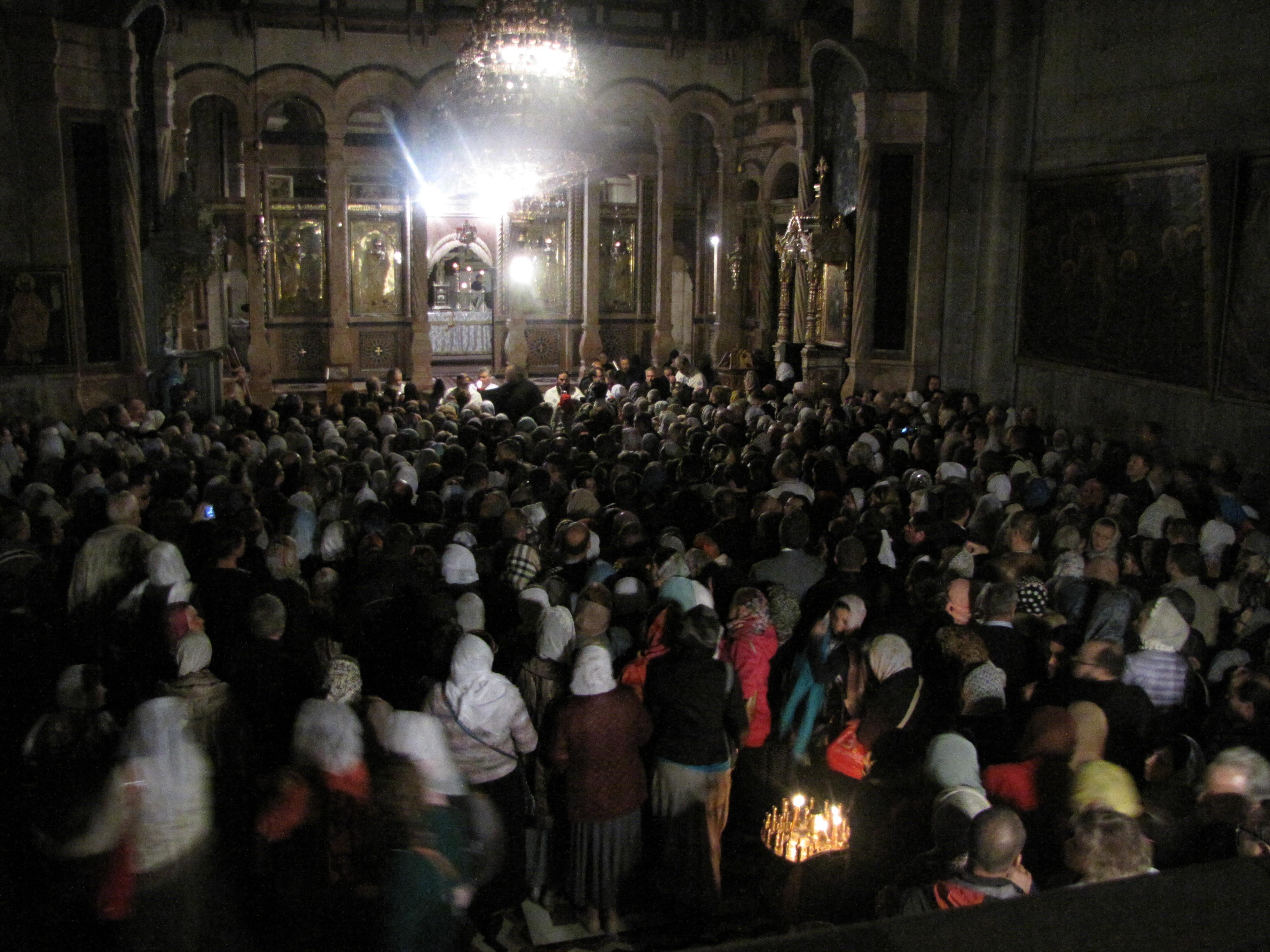 Ночная служба в храме Гроба Господня